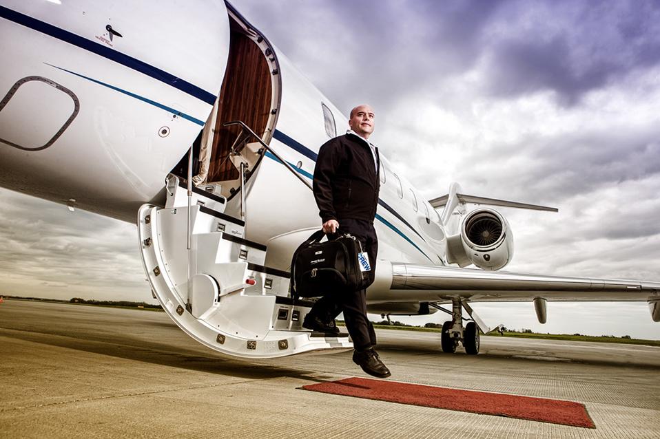 Aorora Provides Experienced Professional Flight Crew